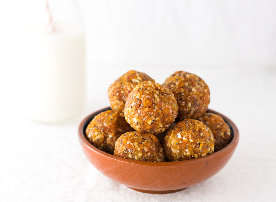 Apricot almond energy bites {vegan}